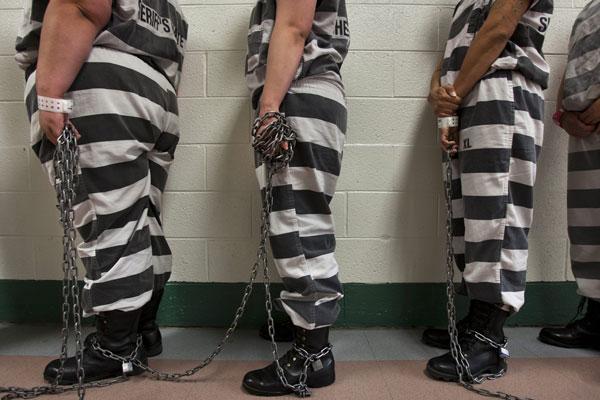 criminalsinjail_chaingang