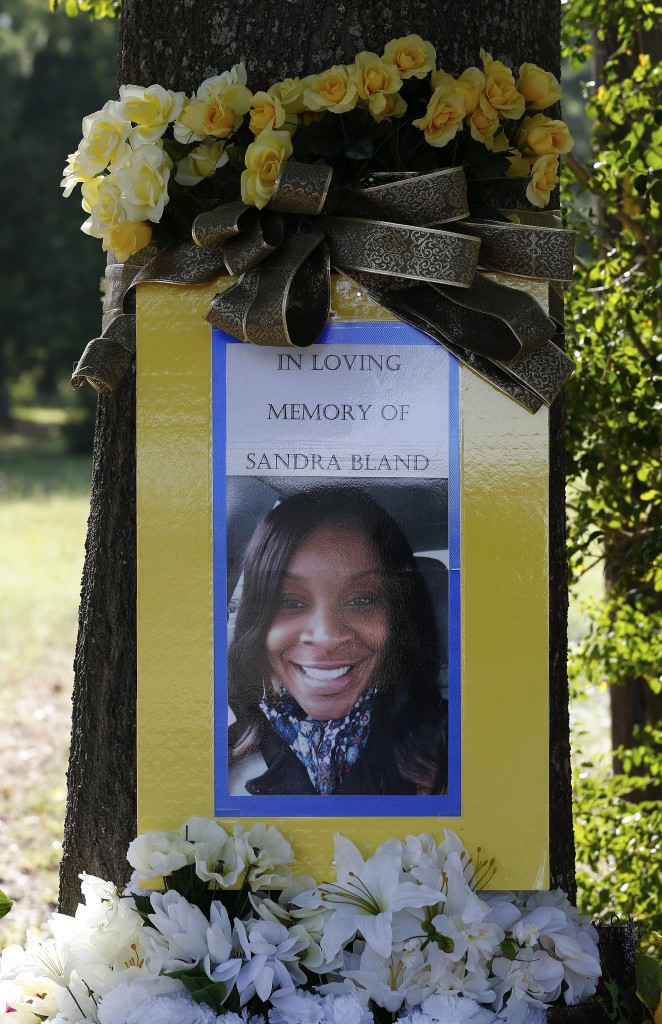A memorial for Sandra Bland is seen at the site where she got pulled over by a Texas Department of Public Safety officer in Prairie View, Texas. (Photo: Aaron M. Sprecher/EPA/Newscom)