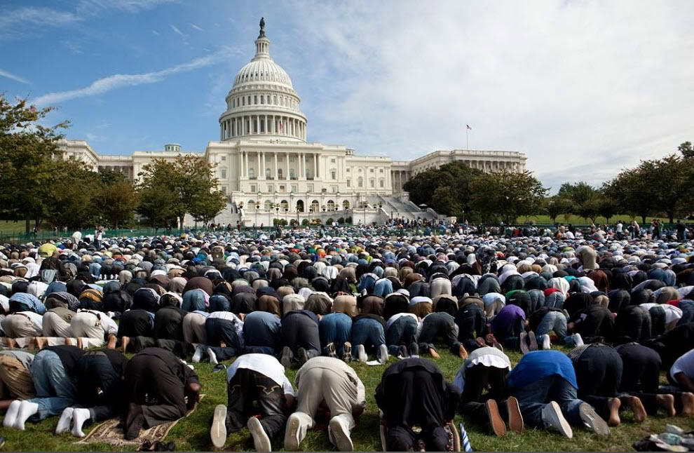 Obama Invites Muslims to gather and pray on the West Front of the