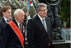 Polish President Bronislaw Komorowski and Simha Rotem