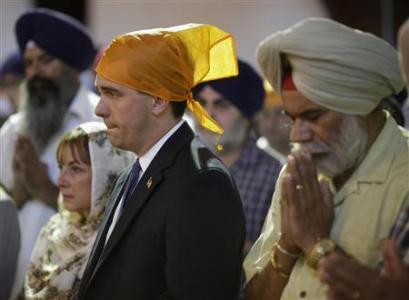 Wisconsin's Republican Governor Scott Walker attends a prayer service at the Sikh Temple in Brookfield, Wisconsin August 6, 2012