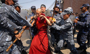NEPAL_police_monk