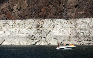 """Lake Mead Water Level To 40 Year Lows...LAKE MEAD NRA, NV - JULY 30: Boaters are seen in front of a white """"bathtub ring"""" on the rocks on the upstream side of the Hoover Dam Photo: GETTY IMAGES"""