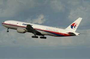 Malaysia_Airlines_Boeing_777-200ER_PER_Monty-2 (1)