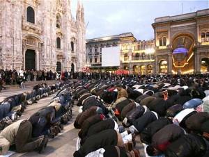 muslim-public-prayer-in-milan