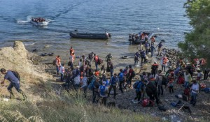 212281refugeesandmigrantsonthegreekislandsoflesvos2015