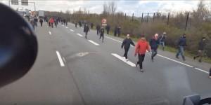 migrants-on-freeway-300x1501
