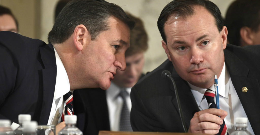 Sen. Ted Cruz, R-Texas, left, and Sen. Mike Lee, R-Utah, right, along with four other lawmakers, have drawn a hard line on Obamacare repeal. (Photo: Mike Theiler/UPI/Newscom)
